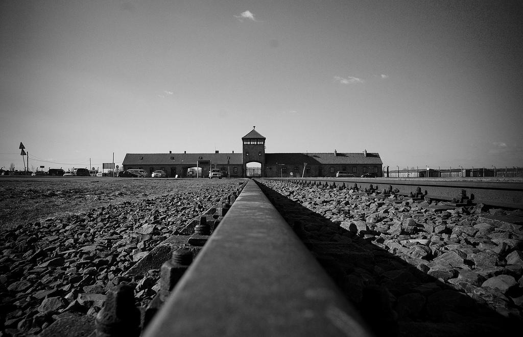 Auschwitz-Birkenau  ©User: Bill Hunt, Auschwitz-Birkenau, 12.02.2011. Quelle: Flickr (CC BY 2.0)