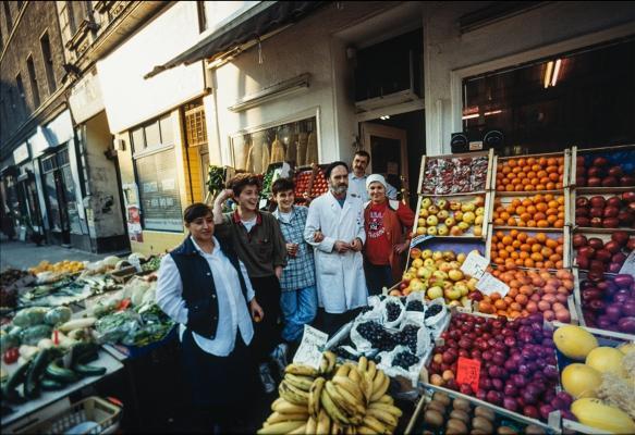Lebensmittelgeschäft in der Bergmannstraße, April 1990