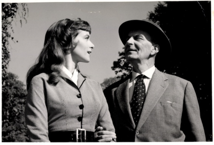 """Ansichtskarte mit einem Motive aus der Serie """"Am grünen Strand der Spree"""" (1960)"""