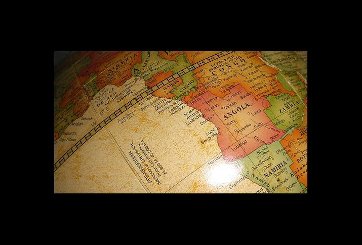 © residentevil_stars2001   flickr, CC BY 2.0. Titel: Africa on a globe