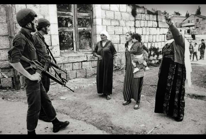 Robert Croma, Confrontation – Jabalia Camp, Gaza Strip, Palestine, 1988