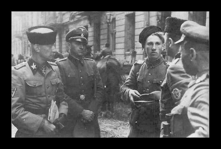SS-Gruppenführer Heinz Reinefarth, erster von links