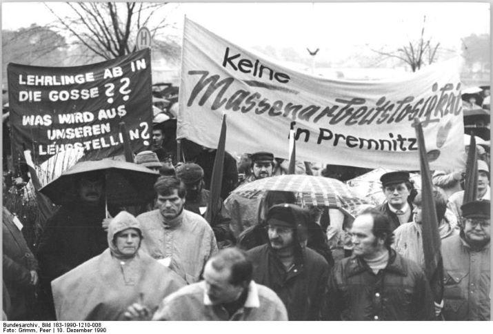 Premnitz, Protest vor dem Werk der Faser AG