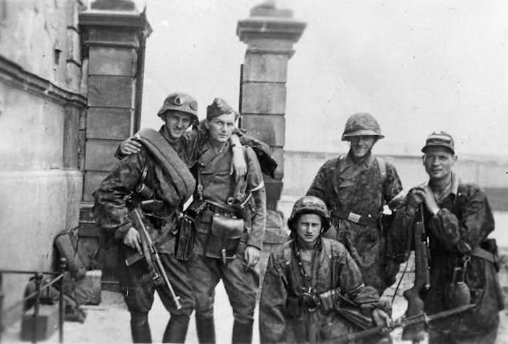 Polnische Soldaten während des Warschauer Aufstands