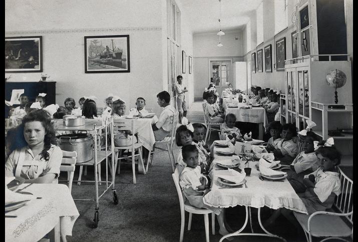 Speisesaal der Universitäts-Kinderklinik, Wien 1921