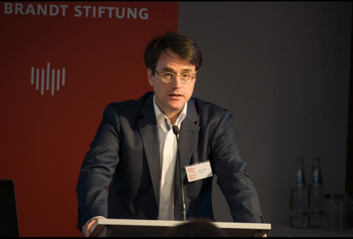 """Alexander Gallus auf der Konferenz """"Wir wollen mehr Demokratie wagen"""" – Antriebskräfte, Realität und Mythos eines Versprechens, © Philipp Jester, BWBS"""