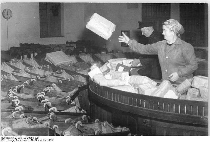 Berlin, Postamt O 17, Paketbeförderungsanlage am 14. Dezember 1951