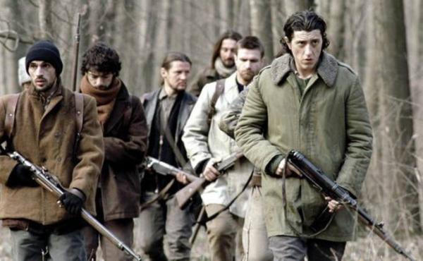 Portretul luptatorului la tinerete © Filmex Romania