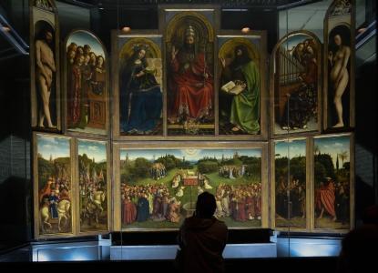 Der vollständige Altar in der Genter St. Bavo-Kathedrale im Jahr 2011