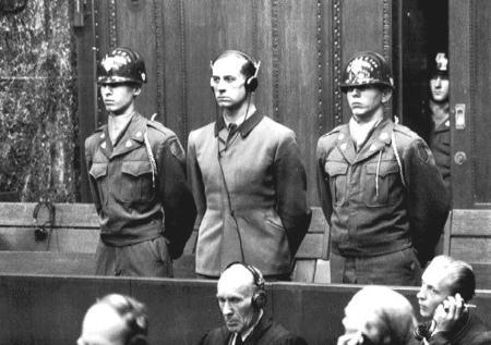 Karl Brandt vor dem Nürnberger Tribunal
