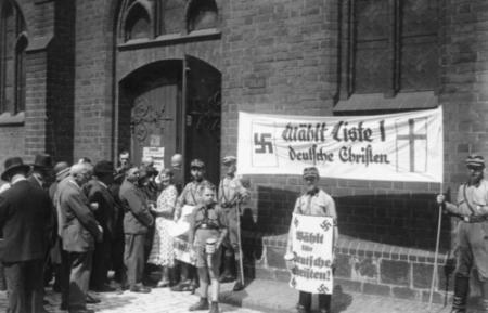 Wahlkampf der Deutschen Christen anlässlich der Kirchenwahl am 23. Juli 1933 in der Marienkirche am Neuen Markt in Berlin-Mitte.