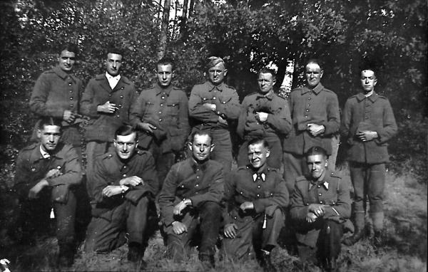 Arbeitskommando Hastedt, Roger Cottyn erster, untere Reihe rechts. Foto: privat. All rights reserved.