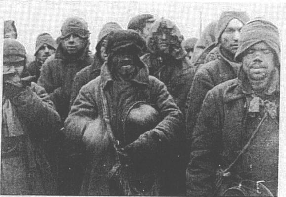 """""""Das bin ich ich dort, der in der Mitte. Links und rechts steht jeweils ein Kamerad...."""" - Sergej Litwin. Foto: privat. All rights reserved."""