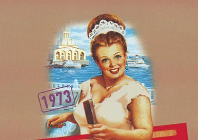 Die Packungen der Retro-Linie Gostorg folgen den Jahreszeiten, der Sommer zeigt einen Küstenstrich am Schwarzen Meer. Die Eisverkäuferin hat das sowjetische Kostüm an, wirkt aber unsowjetisch freundlich und strahlt nahezu unverschämt aus dem Bild.