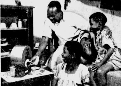 © The Milwaukee Journal Green Sheet, 2 March 1962, p.1. Titel: Saucepan Radio in the Bush