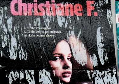 "Filmposter ""Christiane F. – Wir Kinder vom Bahnhof Zoo"", Quelle: Flickr ""Oct 2014 SAM 538"", User: Lord Jim, 08.01.2014 (CC BY 2.0)"