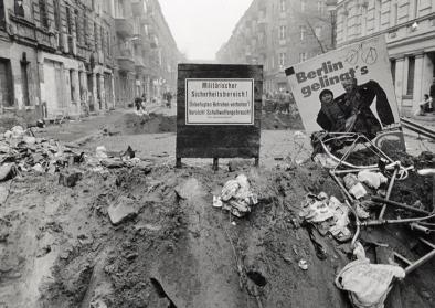 Gräben und Barrikaden in der Mainzer Straße im November 1990
