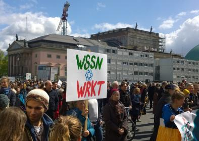 Plakate von Teilnehmer*innen am March for Science, Berlin 2017