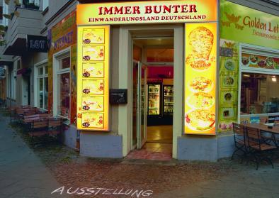 "Plakat zur Ausstellung ""Immer bunter"" im Haus der Geschichte © Büro Weiss, Berlin"