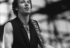 Springsteen-Konzert beim 5. Berliner Rocksommers © Bundesarchiv, Bild 183-1988-0719-38, Fotograf: Uhlemann, Thomas, 19.07.1988, Quelle: Wikimedia Commons (CC BY-SA 3.0 DE)