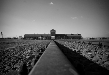Auschwitz-Birkenau  ©User: Bill Hunt, Auschwitz-Birkenau, 12.02.2011. Quelle: Flickr (CC BY 2.0)