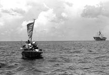 Vietnamesische Flüchtlinge, 1984, By PH1 James Franzen, USN (DN-SN-84-09734) [Public domain], via Wikimedia Commons