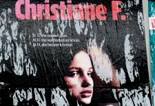 "Filmposter ""Christiane F. – Wir Kinder vom Bahnhof Zoo"", Quelle: Flickr ""Oct 2014 SAM 538"", User: Lord Jim, 08.01.2014 (CC BY 2.0)"