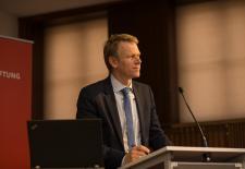 """Frank Bösch auf der Konferenz """"Wir wollen mehr Demokratie wagen"""" – Antriebskräfte, Realität und Mythos eines Versprechens, © Philipp Jester, BWBS"""