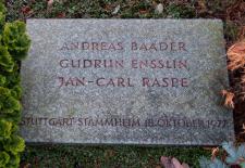 Grabstein des Gemeinschaftsgrabs von Andreas Baader, Gudrun Ensslin und Jan-Carl Raspe