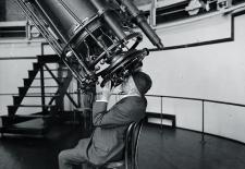 """Professor Adolphus Hall of the U.S. Naval Observatory looking through the 26"""" telescope, August 18, 1924."""