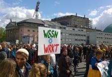 Plakate von Teilnehmer*innen am March for Science, Berlin 2017