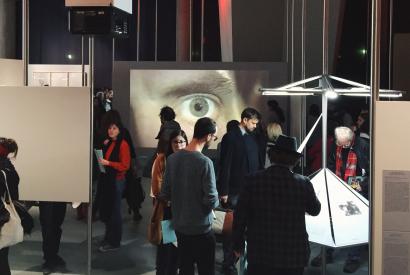 Und das Auge zuckt munter mit. Ausstellungseröffnung am 10. März 2016. Foto: Martin Schmitt