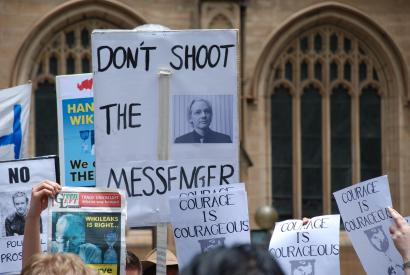 Demonstration in front of Sydney Town Hall in support of Julian Assange, 2010, December 10