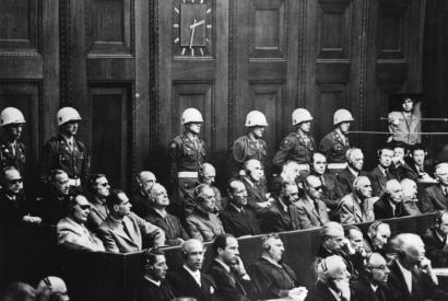Blick auf die Anklagebank der Nürnberger Prozesse