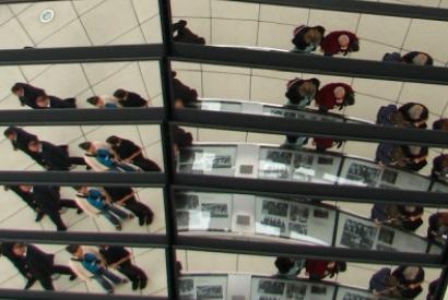Reflexionen in der Kuppel des Reichstagsgebäudes