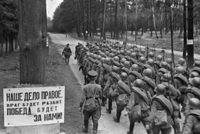 Recruits leaving for the front during mobilization, Moscow, 23 June 1941.