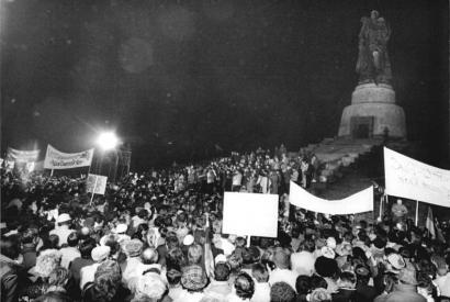 Demonstrationen am Sowjetischen Ehrenmal, 3.1.1990