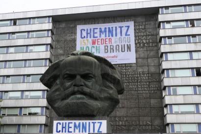 "Karl-Marx-Denkmal - Aktionsbündnis ""Chemnitz ist weder grau noch braun"""