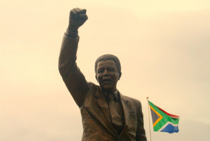 Denkmal Nelson Mandela vor dem ehemaligen Victor-Verster-Gefängnis in Paarl, Western Cape, Südafrika.