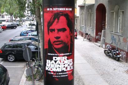 """Anschlagsäule in Sybelstraße mit Filmplakat zum """"Der Baader-Meinhof-Komplex"""""""