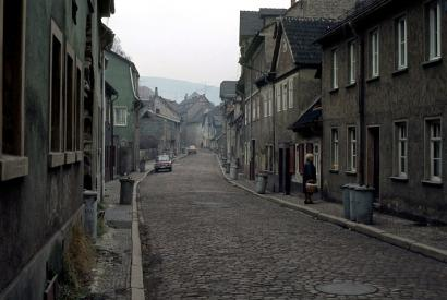 Verlassene Straße in Saalfeld, heutiges Thüringen