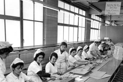 """Italienische """"Gastarbeiterinnen"""" in der Kölner Schokoladenfabrik Stollwerck"""