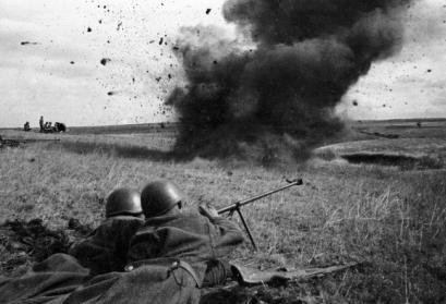 © RIA Novosti archive, image #4408 / N. Bode / CC-BY-SA 3.0: Panzerabwehrschützen schießen am Kursker Bogen. Russland, Region Kursk 20. Juli 1943