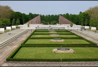 © Oleg Seifert | WikimediaCommons CC BY 3.0. Titel: Sowjetisches Ehrenmal, Berlin, Treptower Park