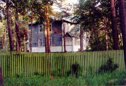 Sankt Petersburg,Russland - Datscha Impressionen Foto: Michael Hoffmann (hamlet53), 15. September 2002 Quelle: Wikimedia Commons (GFDL und CC BY-SA 3.0)