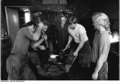 Hufschmieden in Ost-Berlin 1988, Bundesarchiv, Bild 183-1988-0810-301