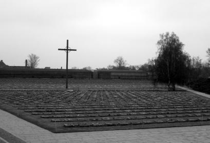 Gedenkkreuz auf dem Nationalfriedhof vor den Toren Theresienstadts