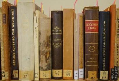 Ein kleiner Teil der einst über 4.000 Bände zählenden Büchersammlung Tietz in der Stadtbibliothek Bautzen