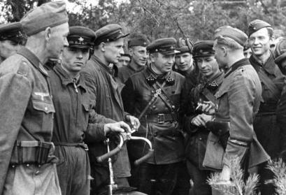 Treffen deutscher und sowjetischer Soldaten in Polen