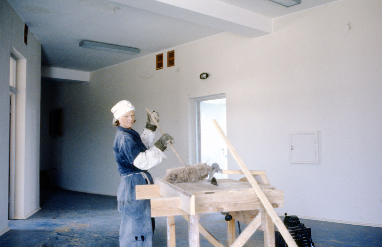 Woman  working in construction, 1975